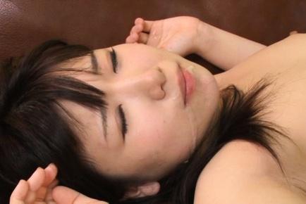 Kokoa Aisu endures fingering with pleasure