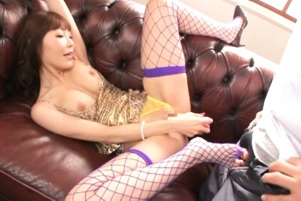 Rei Aimi gets stimulated by hunk with dirty desires